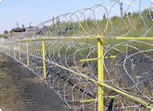 Install Razor Wire Mesh on the Ground, Assembly and Picture.